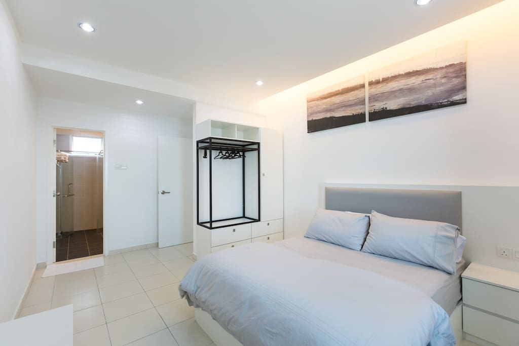 Master bedroom with queen size bed. Come with TV sets, wardrobe and work desk. Hair dryer provided and it in the wardrobe.
