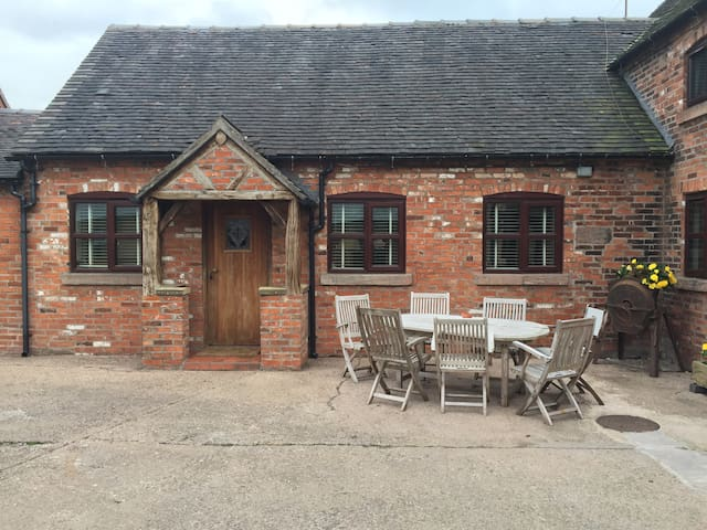 Converted stable on Dairy farm!! - Stoke on Trent - Apartamento