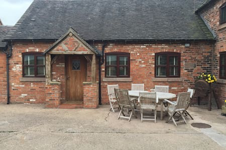 Converted stable on Dairy farm!! - Stoke on Trent - Apartmen