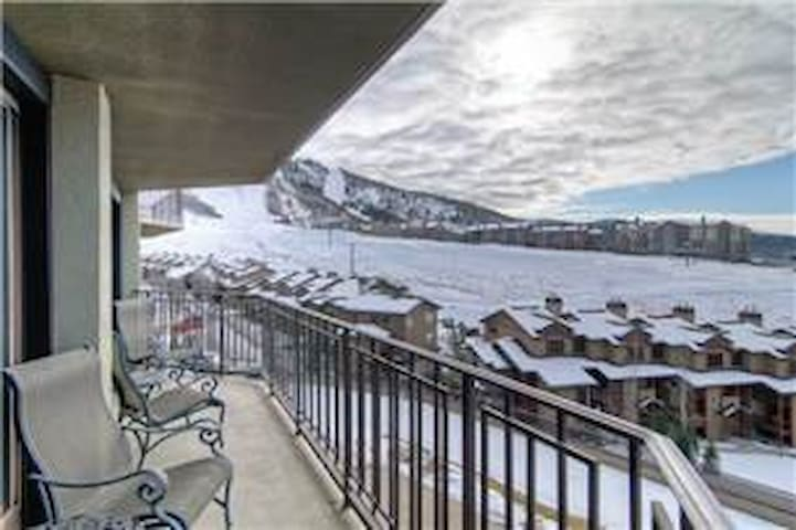 Ski in/Walk Out 2Br 2Ba with Views! - Steamboat Springs - Apartment