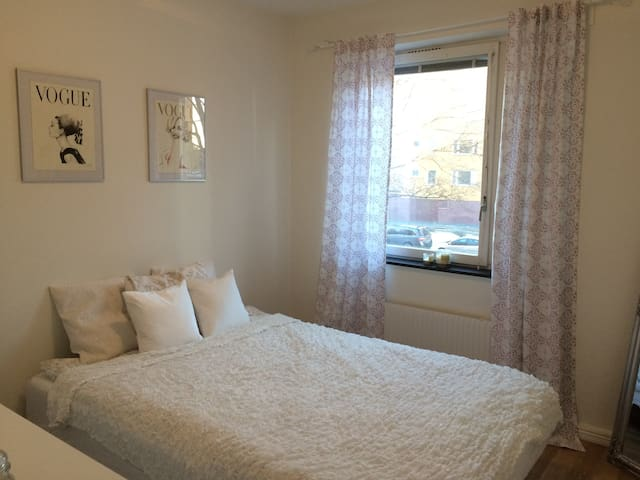 Room in renovated flat 20 minutes from city centre