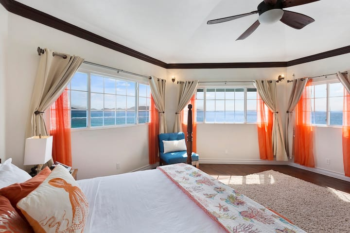 PANORAMIC OCEAN VIEW FROM STUNNING 1BD