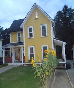 The Sunflower House 2 BR apartment - Warren