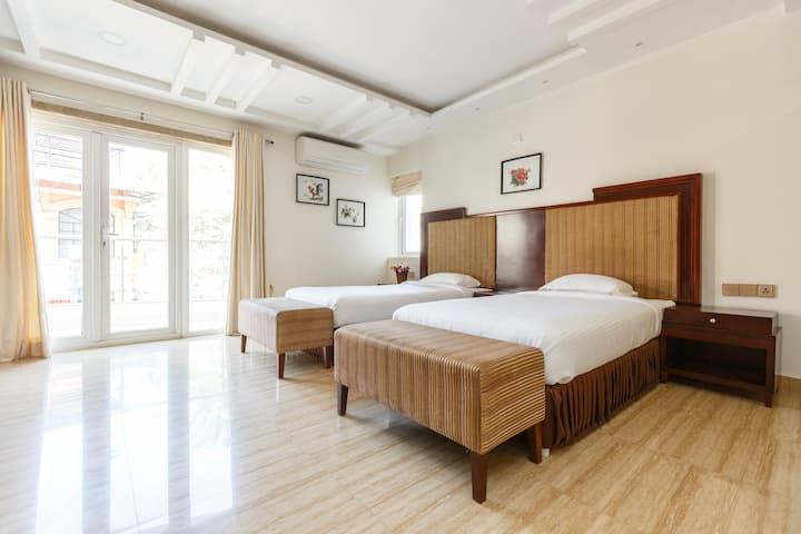 Spacious Luxury Room in Indiranagar