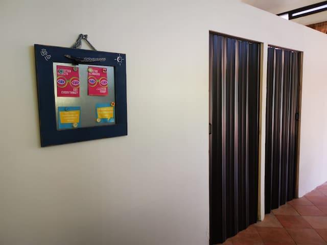 Nuevas puertas que permiten privacidad y mayor aprovechamiento de espacio en habitaciones.