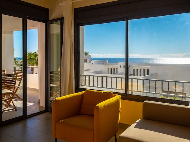 Stylish apartment with sea views