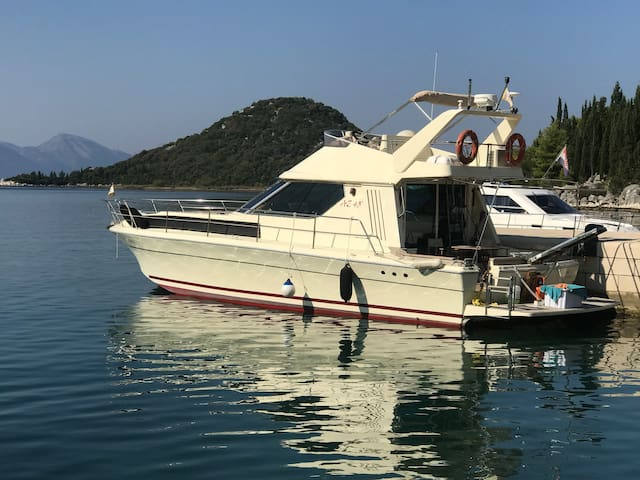 Yacht Azimut 43 - (House boat) (4 sleeping)