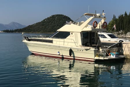 Yacht Azimut 43 - (House boat) (4 sleeping)