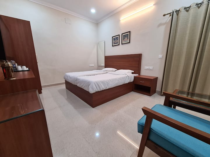 180sq feet room, with spacious attached bathroom.
