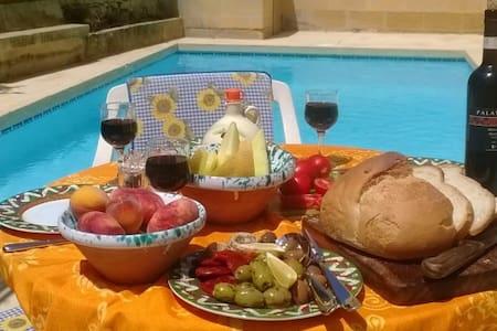 It-Tokk Gozo farmhouse with private pool - Munxar