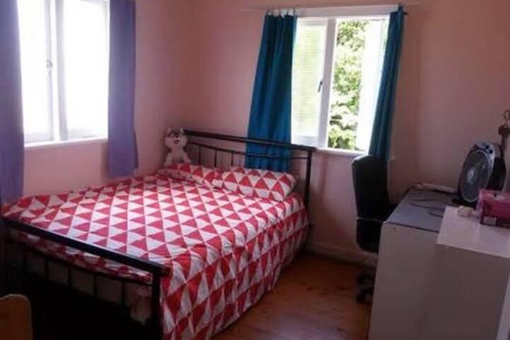 Budget Private Room in Coorparoo - close to CBD,UQ