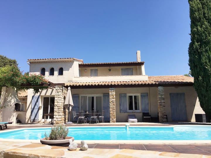 Villa climatisée avec piscine chauffée - Gard