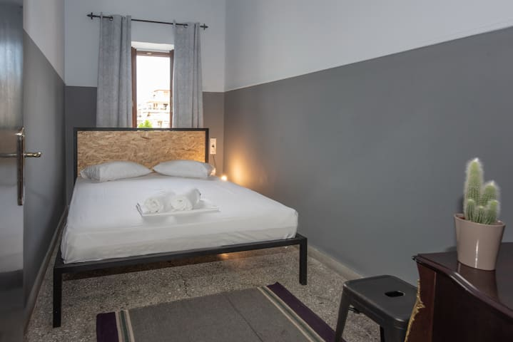 Double Room (shared bathroom) in Heraklion centre