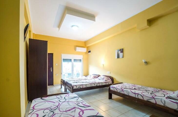 Villa Bolero, 4 bed studio, family style.