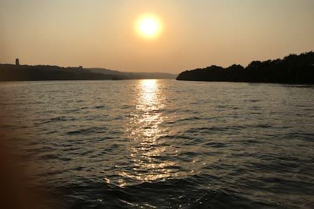 Wow Villa, Divar Island. A romantic get away - Malar