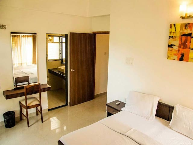 Upper Lonavala, 2BHK, Common Pool & Lawns - Karla - Appartement