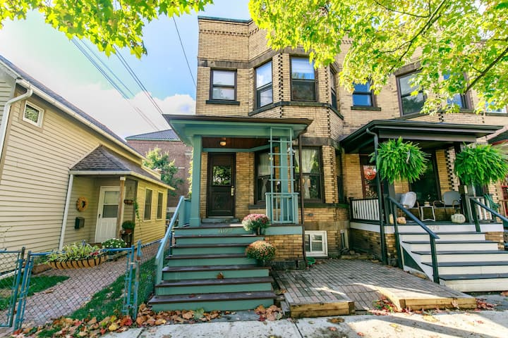 Historic 1910 Townhome In The Heart Of Tremont