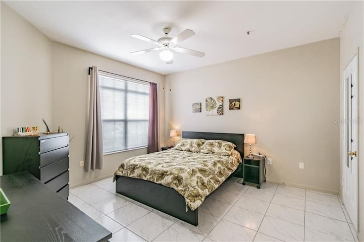Large bedroom with spacious walk-in closet