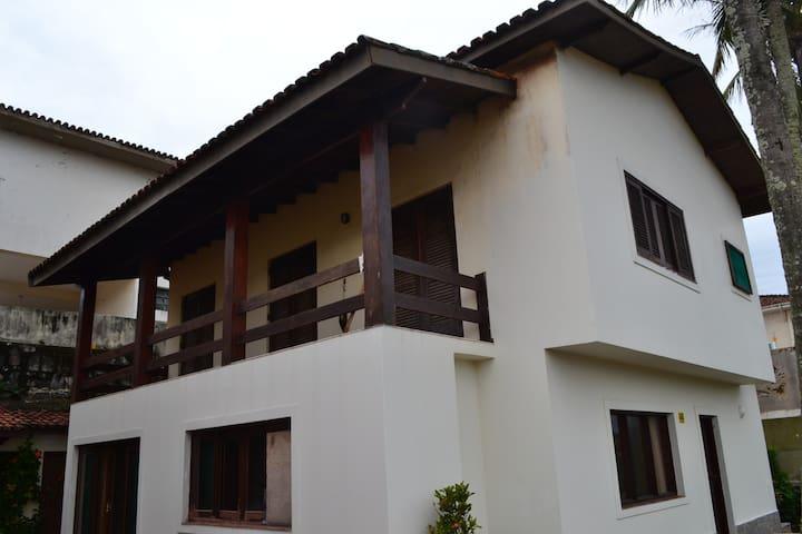 Aluga-se Linda Casa Praia do Sonho.