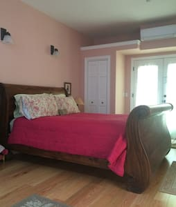Private Bed and Bath 2 blocks to town. - Fairfax - Hus
