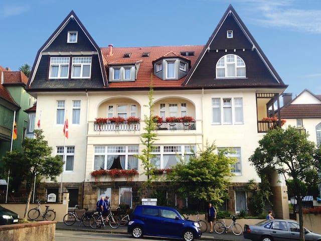 Kurvilla Fürstin Pauline - Doppelzimmer mit Bad 1