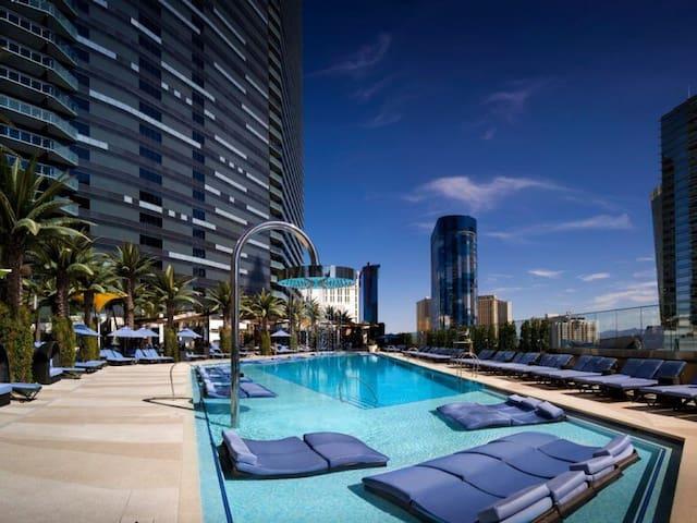 3BR CenterStrip Sinatra's Penthouse