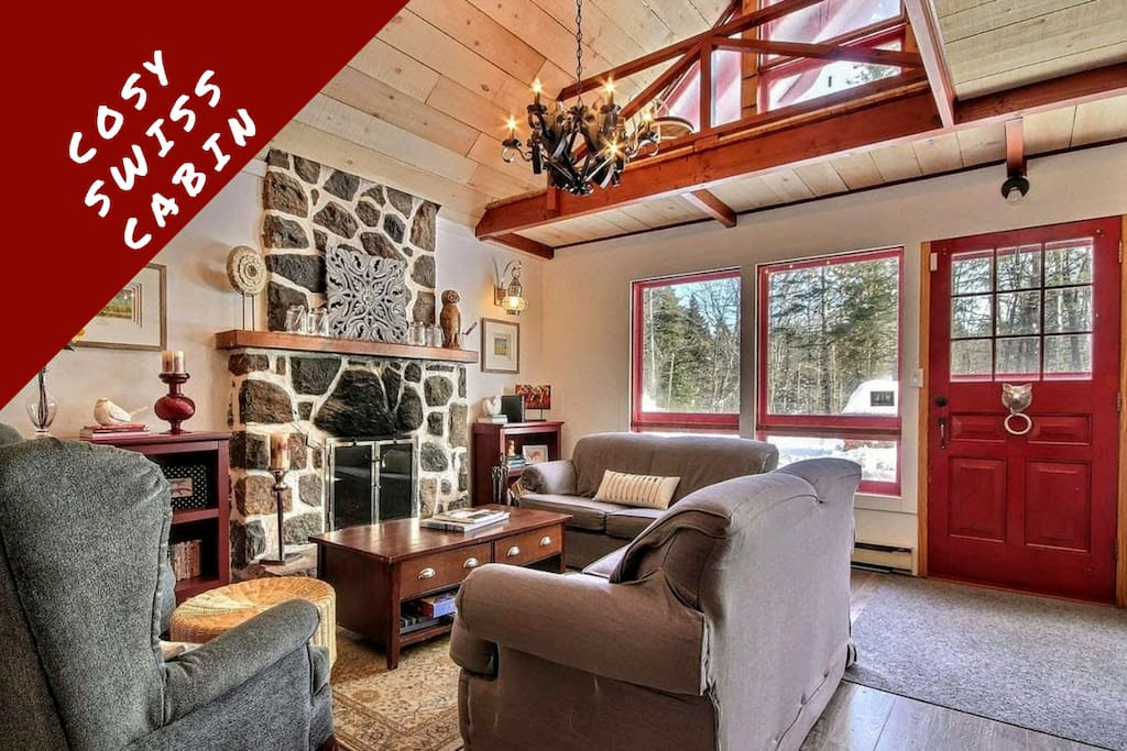 Swiss cabin bixley laurentides 1h montreal chalets for Cabin rentals in montreal canada