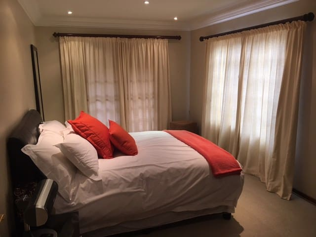2 Bedroom self contained apartment - Sandton - Rumah