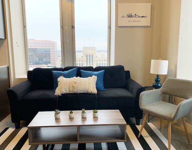 Roomy 2BR Apt in Downtown
