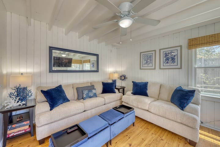 Central home w/decks and gas grills in the heart of Ocean Bay Park - Dogs ok!