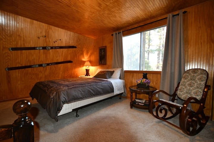 Room 1:  A queen size bed and a full bed  Independently regulated heating. Double glazed windows.  Ultrasonic humidifier.  Antique skis with more than 80 years of history