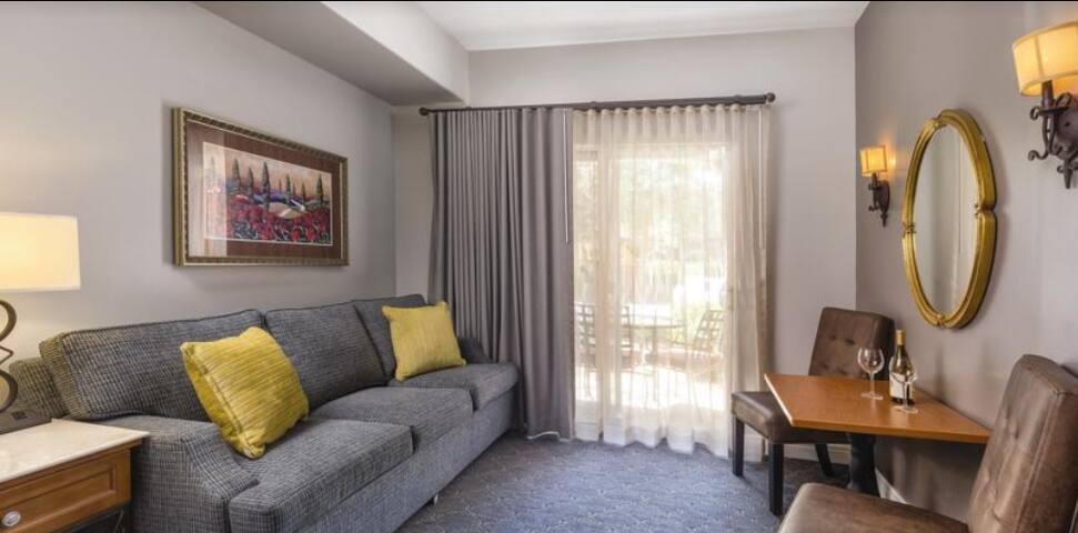 Luxury Resort Studio in Napa Valley! King bed!