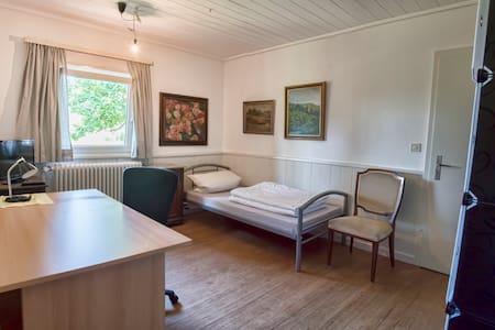 Jagdhaus Renningen Zimmer Stube - Renningen - House