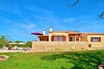 Wunderschöne Finca Sa Caseta mit Garten und Rasenfläche  im-web.de/ Mallorcareise SL