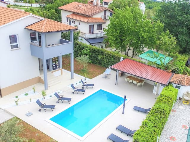 Apart Residence Leko / One Bedroom Apartment Leko V with Shared Pool and Garden
