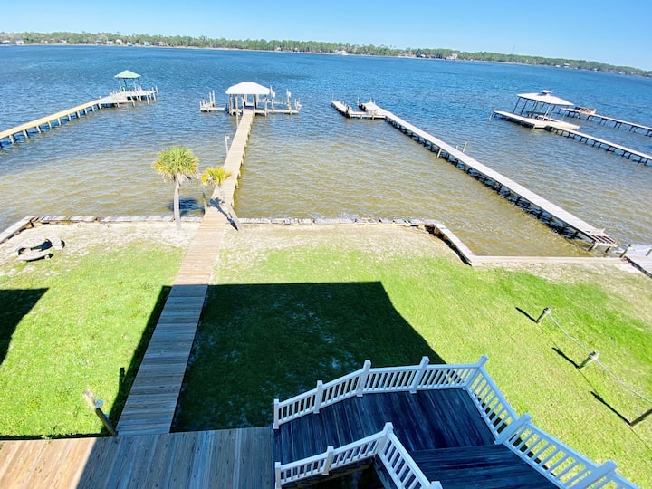 Come enjoy this waterfront duplex with boat dock. Close walk to beach & pet frie