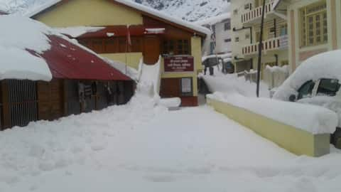 Bhajan Ashram Badrinath is near Temple and market