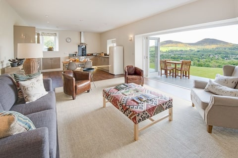 Smiddy - Self Catering Cottage (Sleeps 4), Melrose