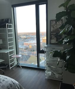 Private Room in Spacious Penthouse Near IAD & DCA - Tysons