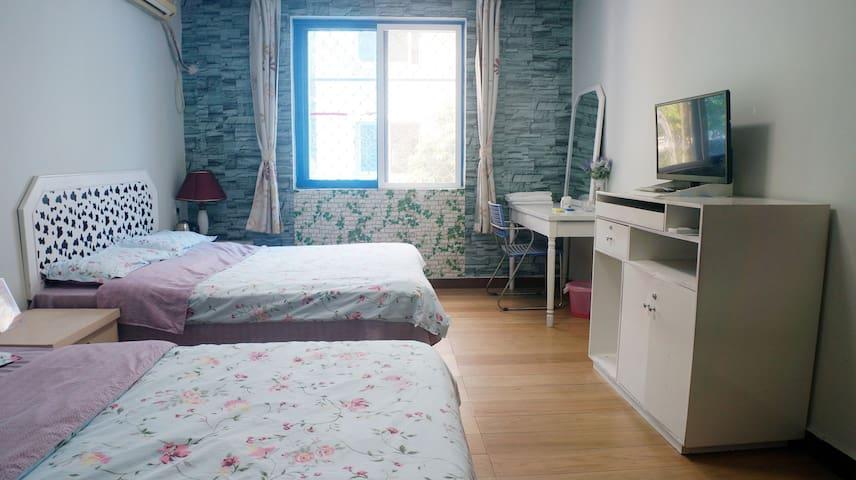 标准双人房,两张1.2米宽单人床,空调热水器,电视WIFI,独立洗手间 - Sanya - Huis