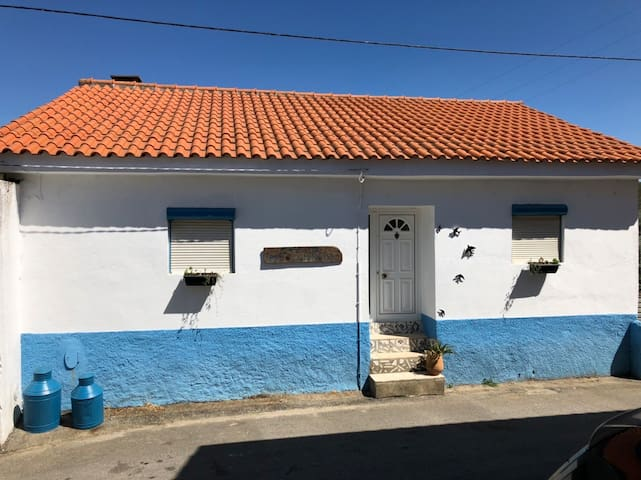 """Casa do avô Domingos"" com piscina e lareira"