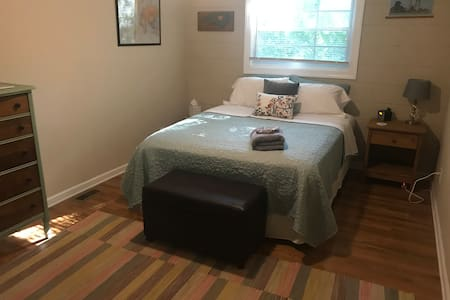Private room, short walk downtown