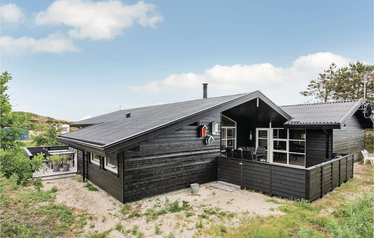 Holiday cottage with 4 bedrooms on 155m² in Henne