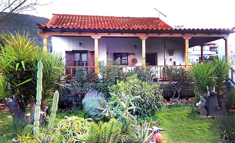 Sea view house with garden, 5 min to sandy beach