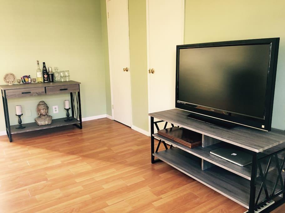 TV w/ HDMI