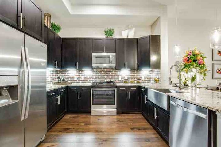Centrally located in Downtown *Luxury New Building