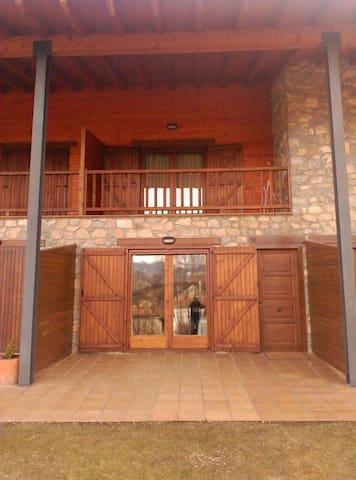 Bonita casa en Pi de Cerdanya, 8 ocupantes - Bellver de Cerdanya - Stadswoning