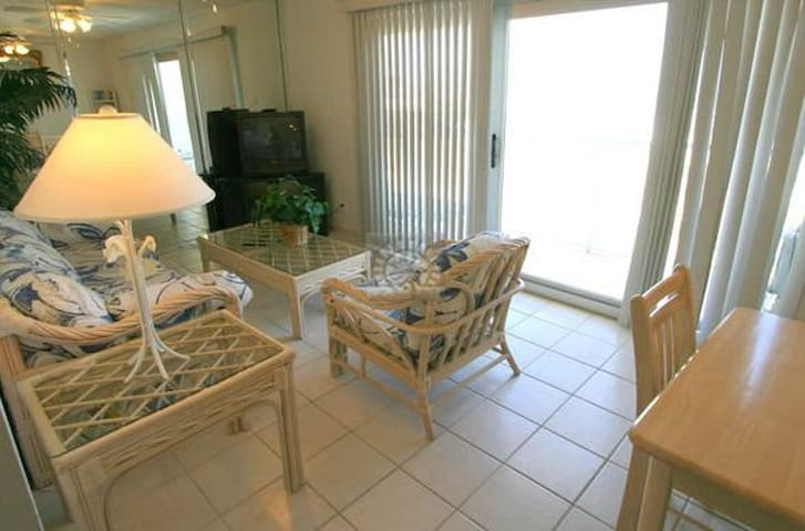 Beachfront Spring Break Condo at Aquarius #602