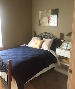 Cozy room, minutes from the capitol - Salem