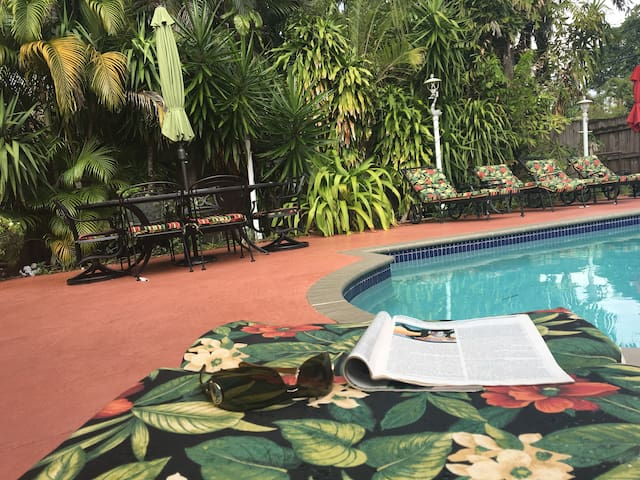 4/4 Paradise in Florida  - 1.5 miles from Beach